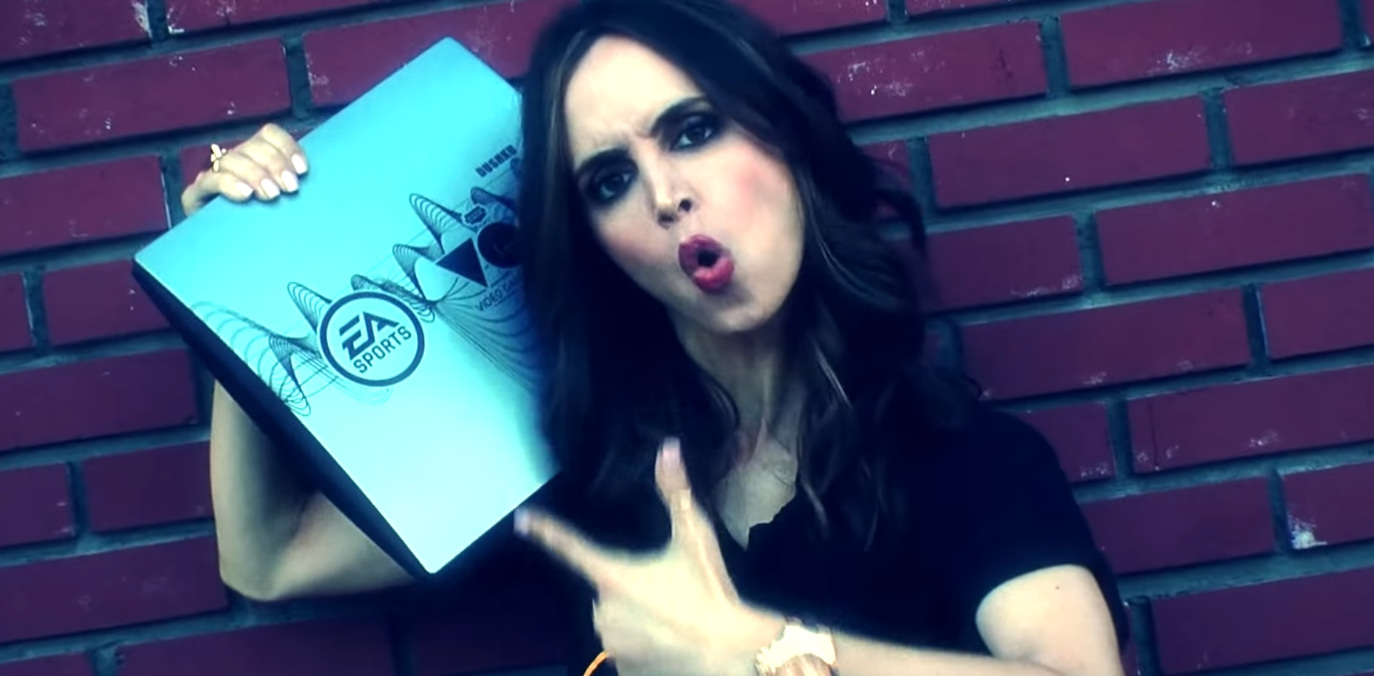 Eliza Dushku My Console Music Video Parody