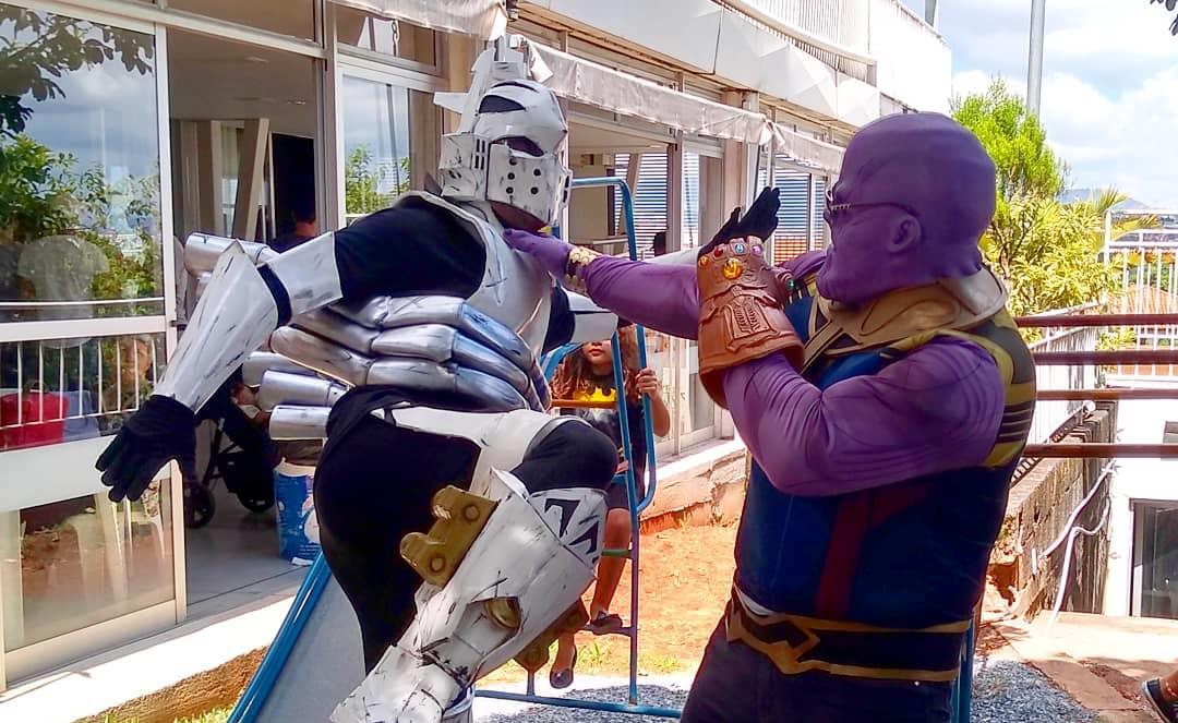 Thanos contra Ingenium - Cosplays de Vingadores e My Hero Academia